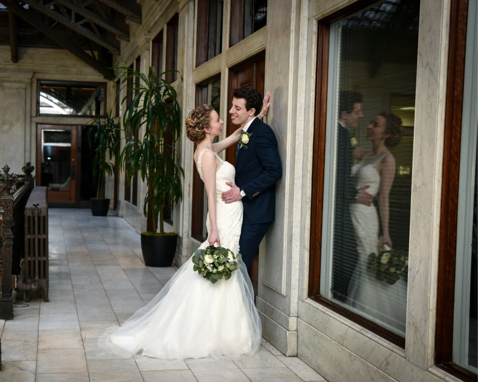 wedding pictures at the ellicott square building